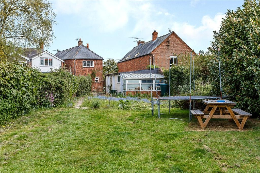 3 Bedrooms Detached House for sale in Kings Road, Silchester, Reading, Hampshire, RG7