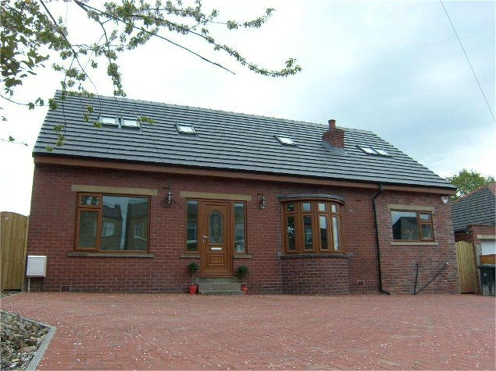 5 Bedrooms Detached House for sale in Leeds Road, Birstall, BATLEY, West Yorkshire