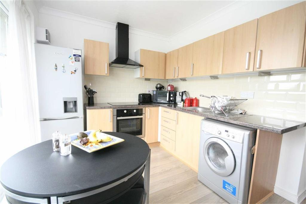 2 Bedrooms Apartment Flat for sale in Sutton Avenue, Peacehaven