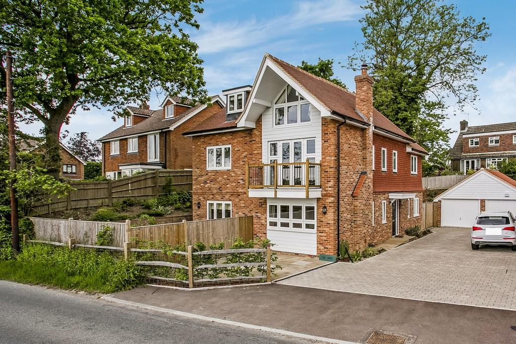 4 Bedrooms Detached House for sale in Cousley Wood Road, Sparrows Green