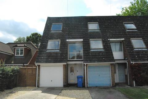 2 bedroom semi-detached house to rent - Lee Court, Aldershot, Hampshire, GU11 3SY