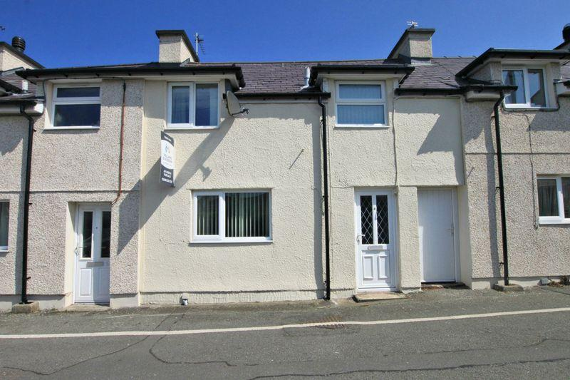 2 Bedrooms Terraced House for sale in Brynsiencyn, Anglesey