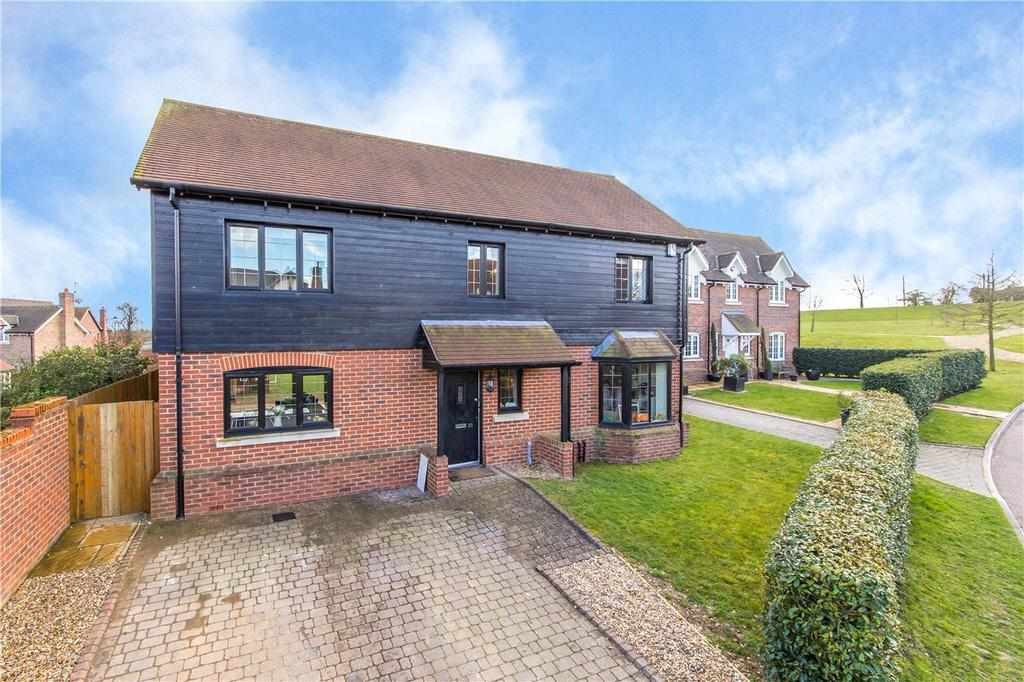 4 Bedrooms Detached House for rent in Meadow View, Redbourn, St. Albans, Hertfordshire