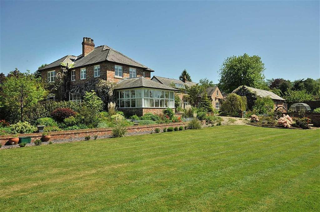 7 Bedrooms Detached House for sale in Moss Lane, Ollerton