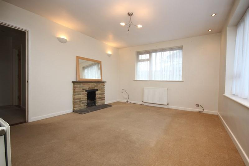 3 Bedrooms Detached Bungalow for sale in Little Clacton Road, Clacton-On-Sea