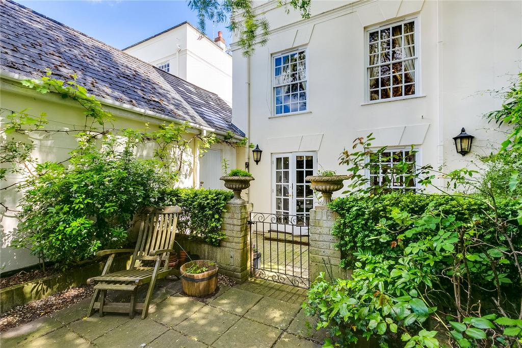 4 Bedrooms End Of Terrace House for sale in Beaufort Close, Putney, London