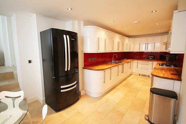 2 Bedrooms Flat for rent in Sonning on Thames