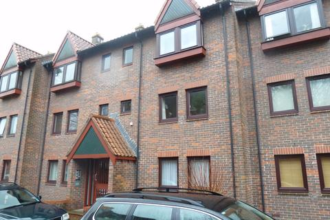 Studio to rent - Cleve Court, Cumberland Place, Hotwells Bristol, BS8