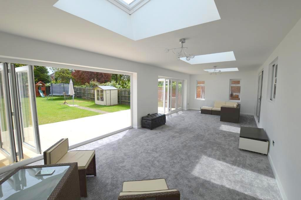 4 Bedrooms Detached House for sale in New Bedford Road, Luton, LU3 2BA