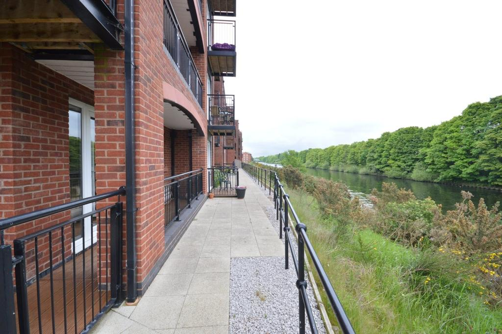 2 Bedrooms Apartment Flat for sale in Imperial Court, Walton Locks, Warrington