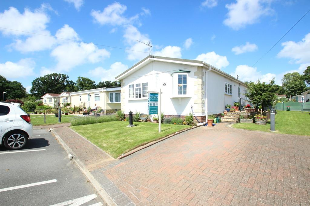 3 Bedrooms Park Home Mobile Home for sale in Folly Lane, East Cowes