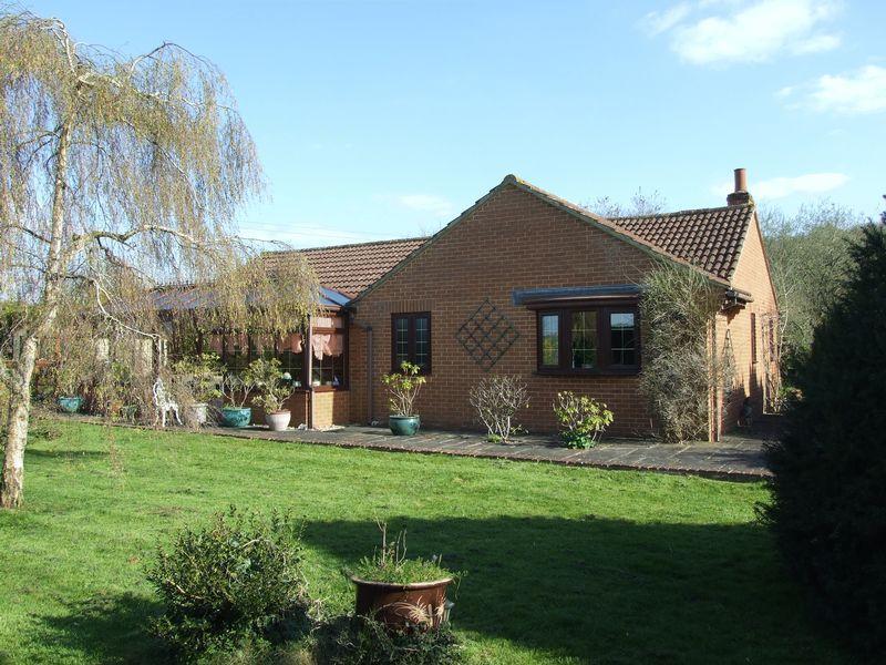 2 Bedrooms Detached Bungalow for sale in Ashton Common, Trowbridge