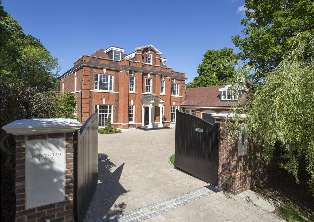 6 Bedrooms Detached House for sale in Montrose Gardens, Crown Estate, Oxshott, KT22