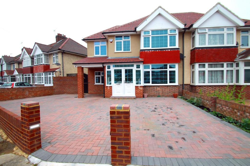 5 Bedrooms Semi Detached House for sale in Hayes Town