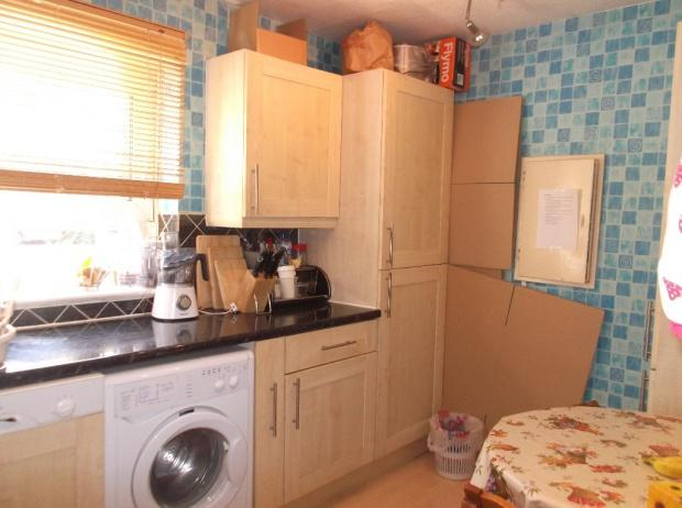 3 Bedrooms Apartment Flat for sale in Storey Street, London, E16