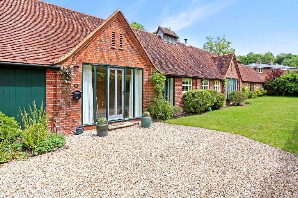 4 Bedrooms Detached House for sale in Hackwood Park, Basingstoke, Hampshire, RG25