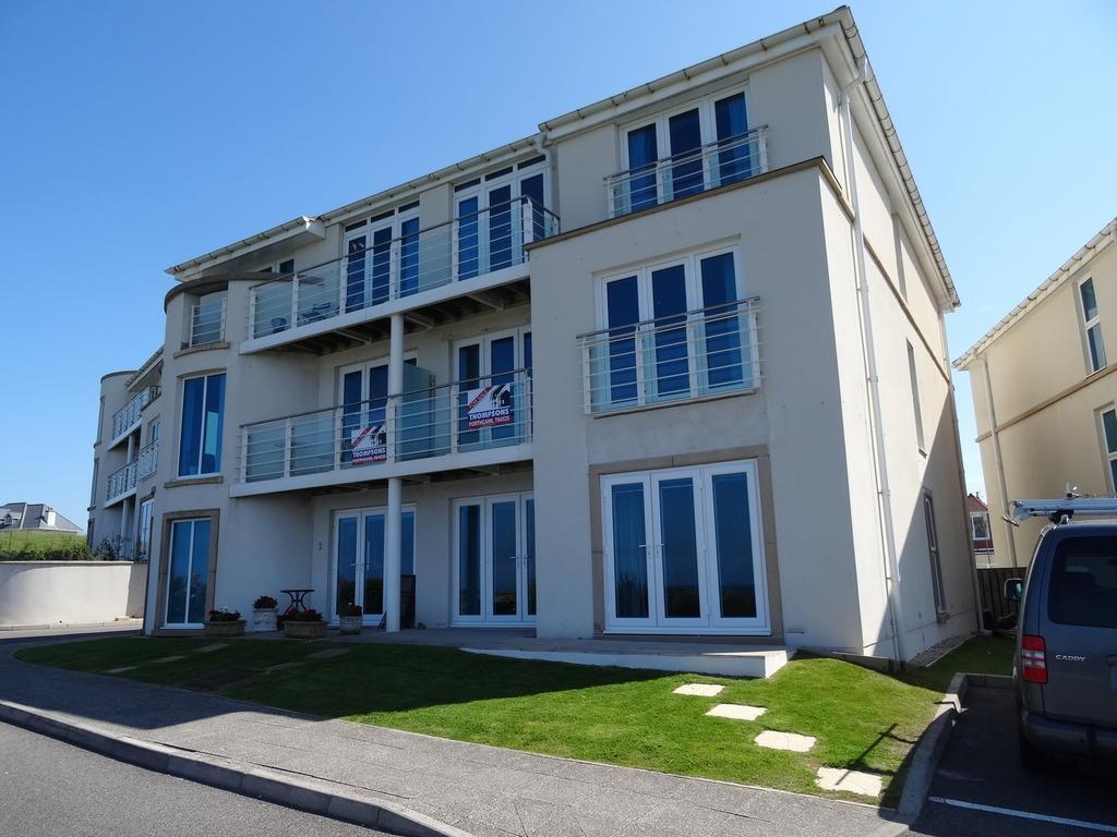 2 Bedrooms Apartment Flat for sale in LOCKS LODGE, LOCKS COMMON ROAD, PORTHCAWL, CF36 3HU