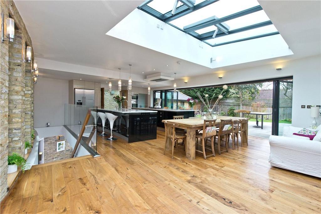 5 Bedrooms Detached House for sale in Little Ferry Road, Richmond, Twickenham, London, TW1