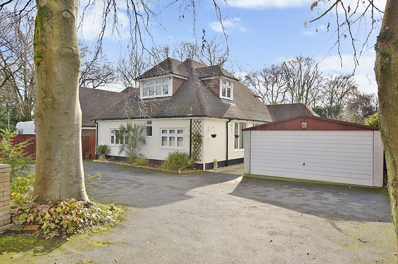 5 Bedrooms Chalet House for sale in Pinehurst Road, West Moors, Ferndown