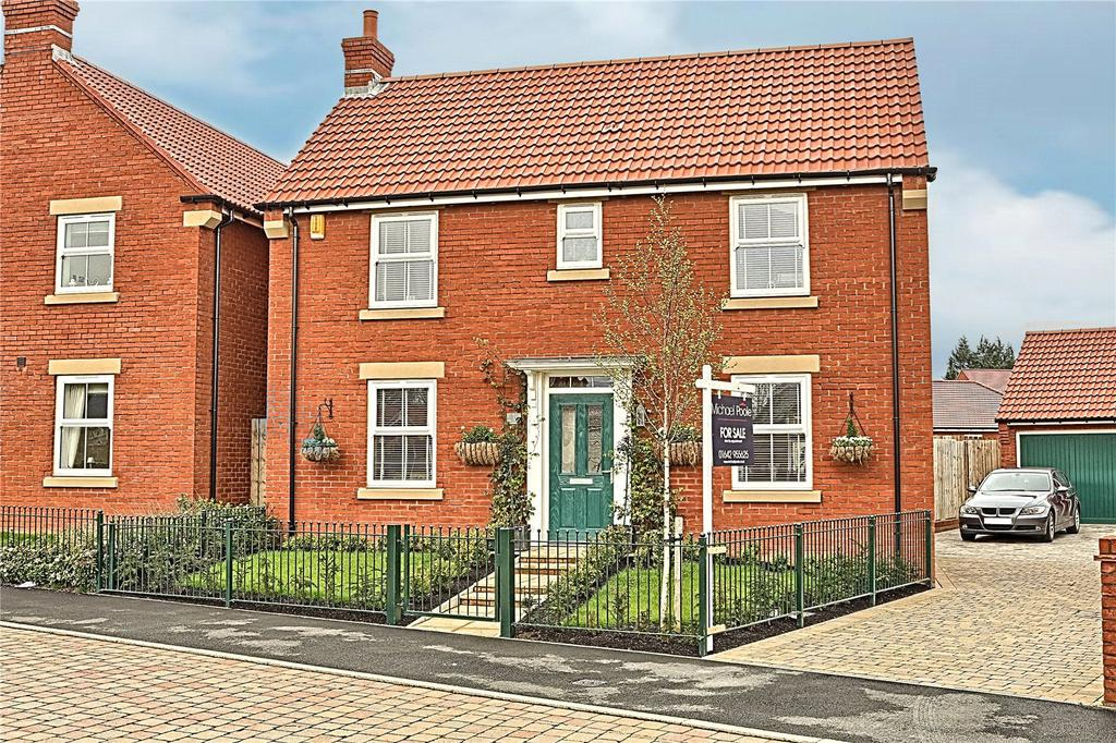 3 Bedrooms Detached House for sale in The Village Green, Grey Towers Village