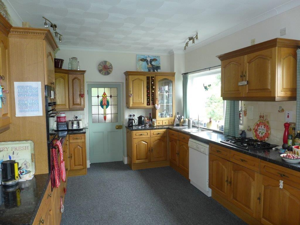 5 Bedrooms Farm House Character Property for sale in Brynawel