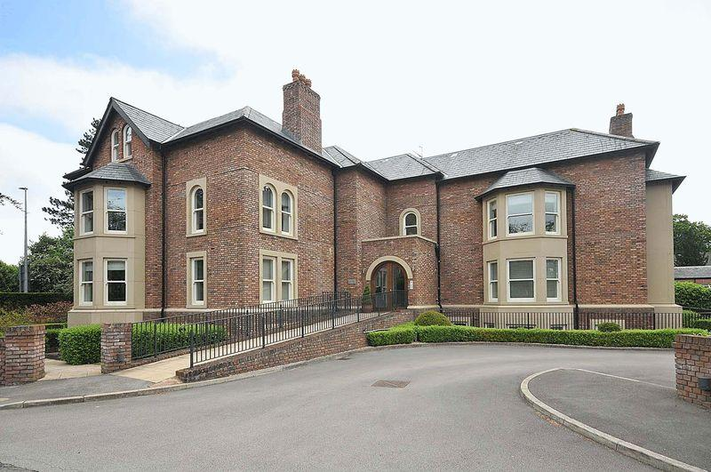 3 Bedrooms Apartment Flat for sale in Glebelands Road, Knutsford