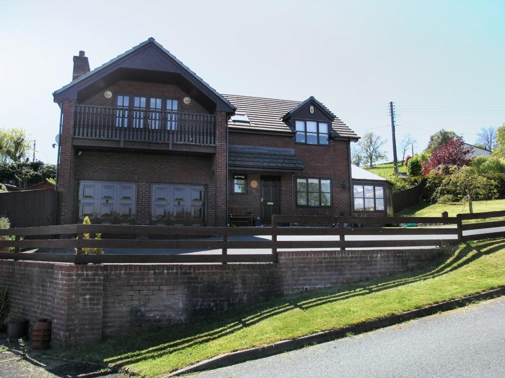 4 Bedrooms Detached House for sale in Off Presteigne Road, Knighton, LD7