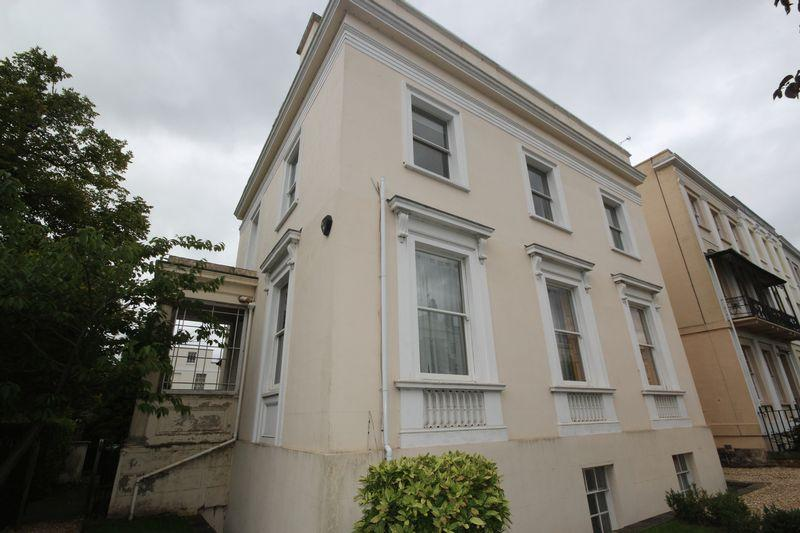 3 Bedrooms Flat for rent in Upper Camden Lodge, Clarence Road, Cheltenham