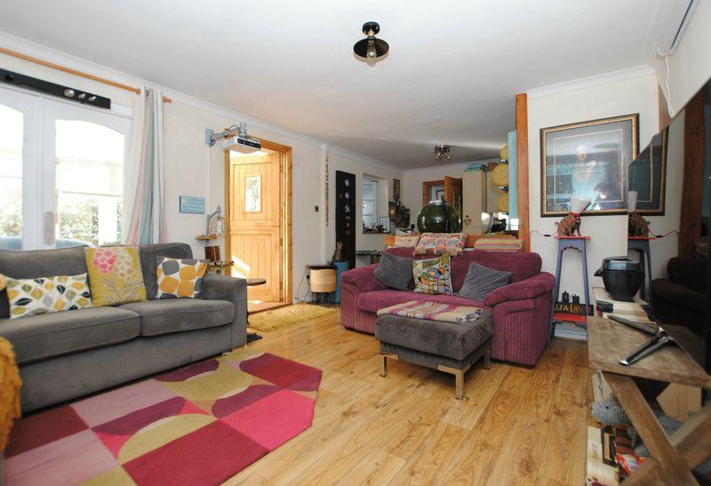 3 Bedrooms End Of Terrace House for sale in The Court, Saltash