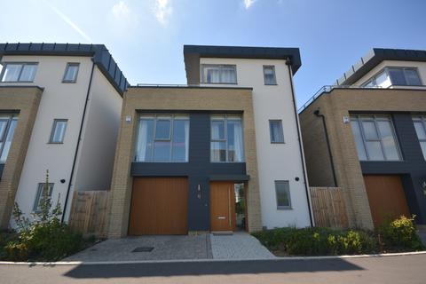 4 bedroom detached house to rent - Joseph Clibbon Drive, Chelmsford, Essex, CM16