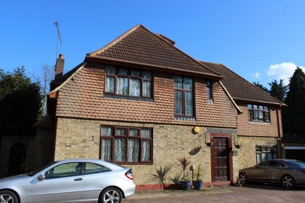 4 Bedrooms Terraced House for sale in Magpie Hall Road, Bushey Heath, Bushey, WD23