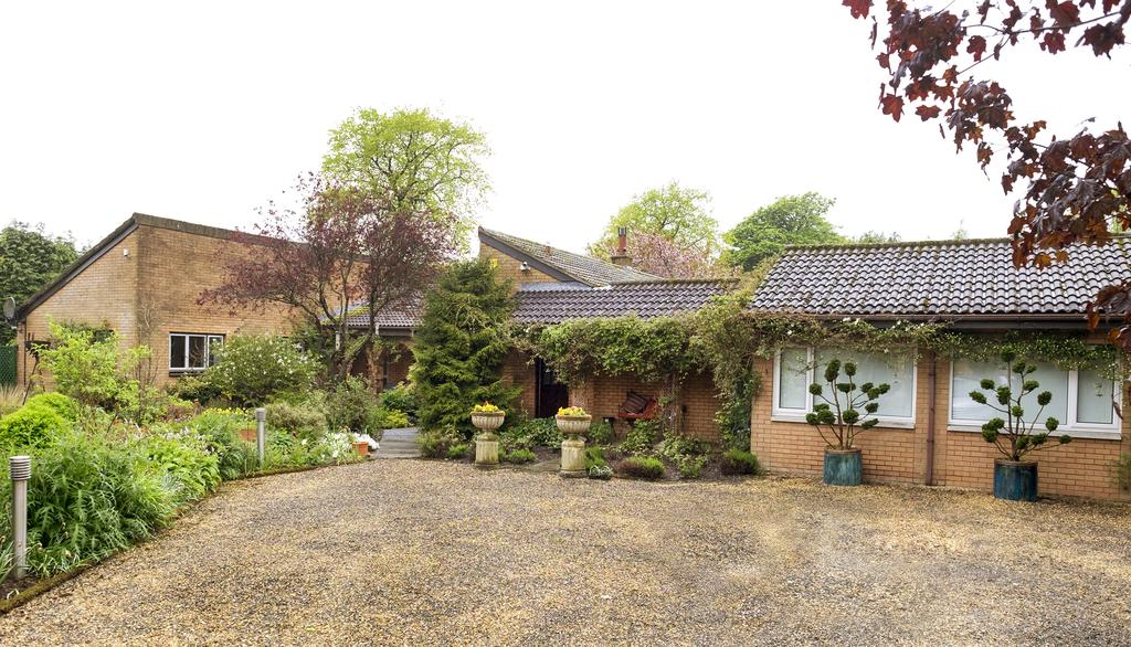 4 Bedrooms Detached Bungalow for sale in Claremont, 1 Old Mill Court, Redmill, East Whitburn, West Lothian, EH47 0JY