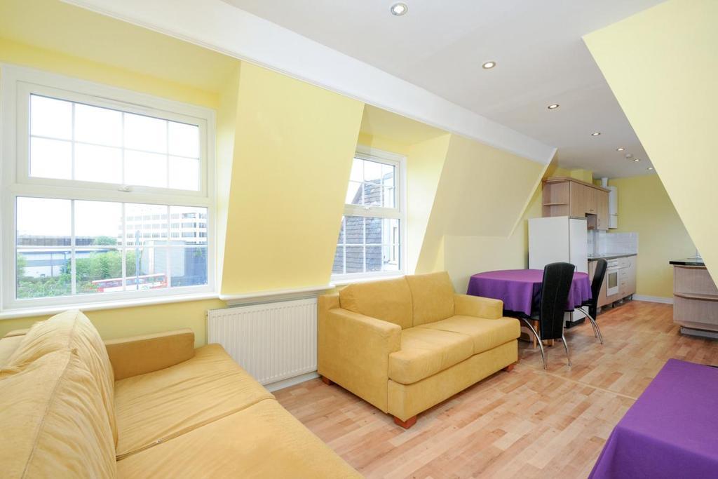 2 Bedrooms Flat for sale in Western Avenue, Ealing, W5