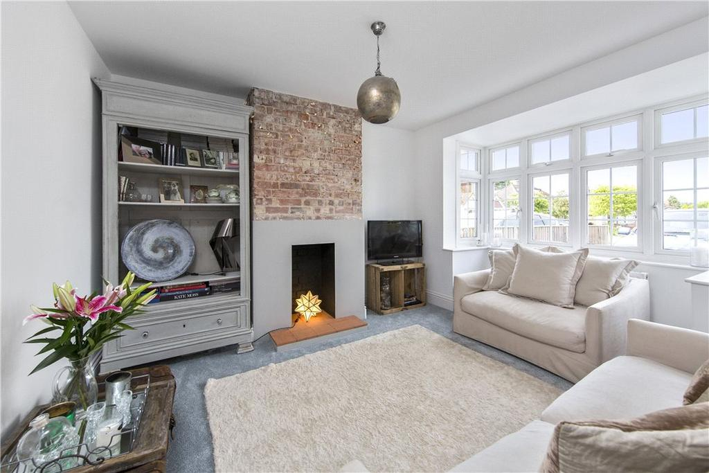 4 Bedrooms Semi Detached House for sale in Downsview Close, Downside, Cobham, Surrey, KT11