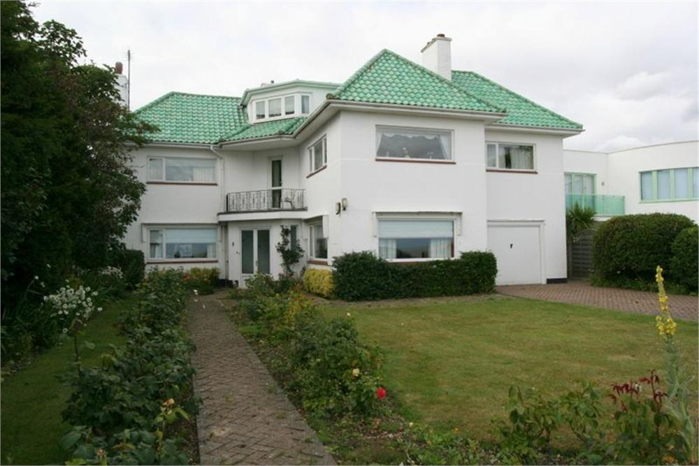 4 Bedrooms Detached House for sale in Cliff Way, FRINTON-ON-SEA, Essex