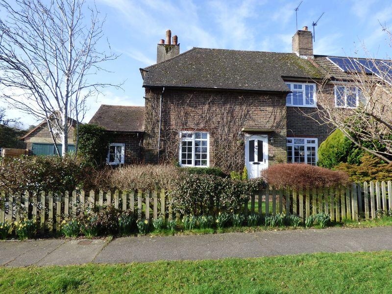 4 Bedrooms Semi Detached House for sale in Glebe Road, Cuckfield