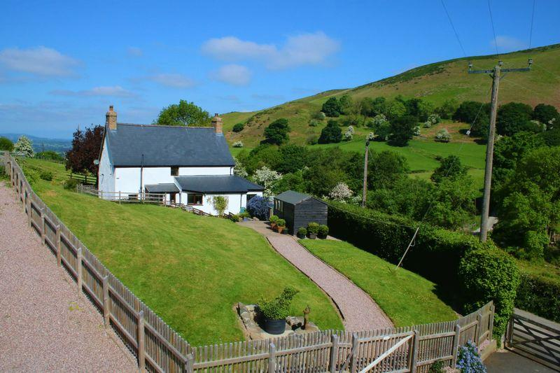 3 Bedrooms Detached House for sale in Castell, Bodfari