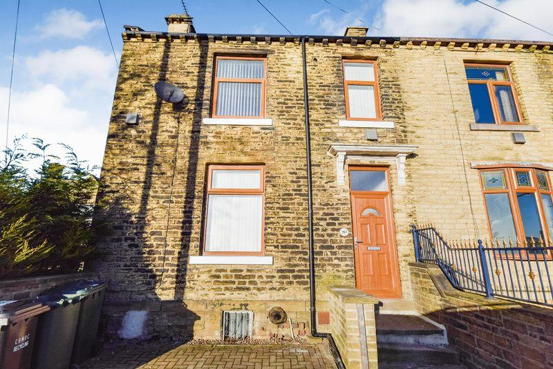 3 Bedrooms Semi Detached House for rent in 267 Rooley Lane, Bradford, BD5 8JZ