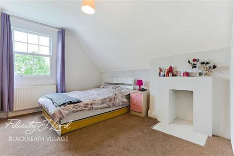 3 bedroom flat to rent - West Park, SE9
