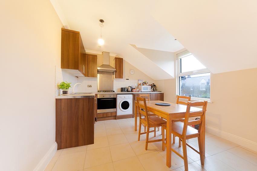 2 Bedrooms Flat for sale in Dafforne Road, Tooting Bec