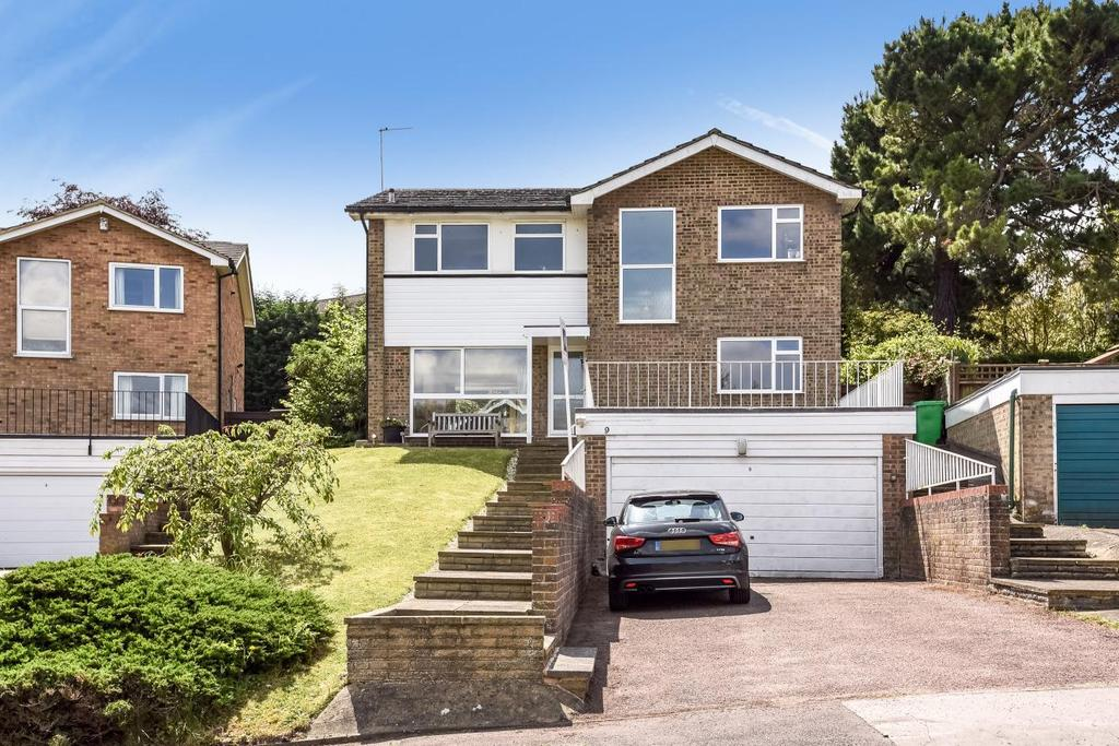 4 Bedrooms Detached House for sale in Hartley Close, Bickley, BR1