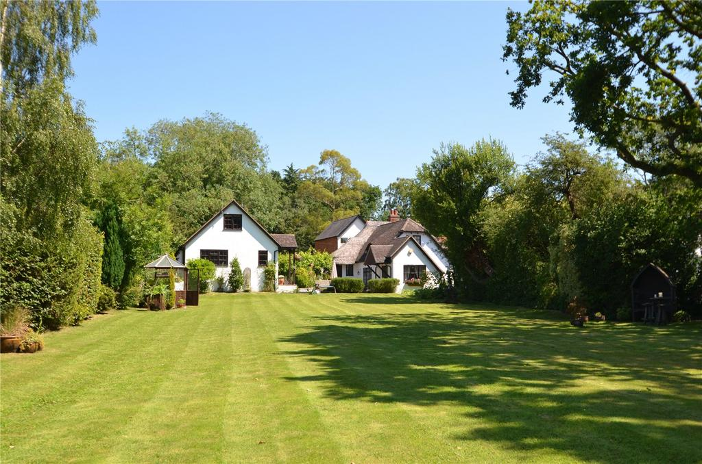 3 Bedrooms Detached House for sale in School Road, Windlesham, Surrey