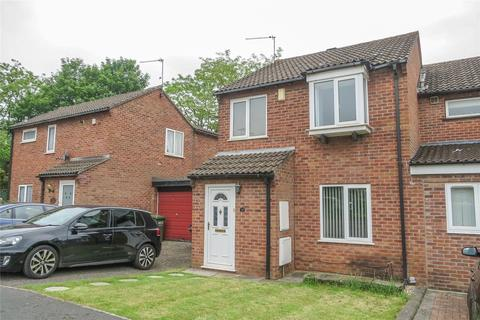 3 bedroom semi-detached house to rent - Lancaster Close, Stoke Gifford, Bristol, BS34