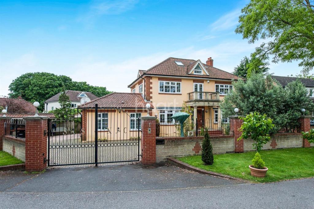 6 Bedrooms Detached House for sale in Park Avenue, Wraysbury