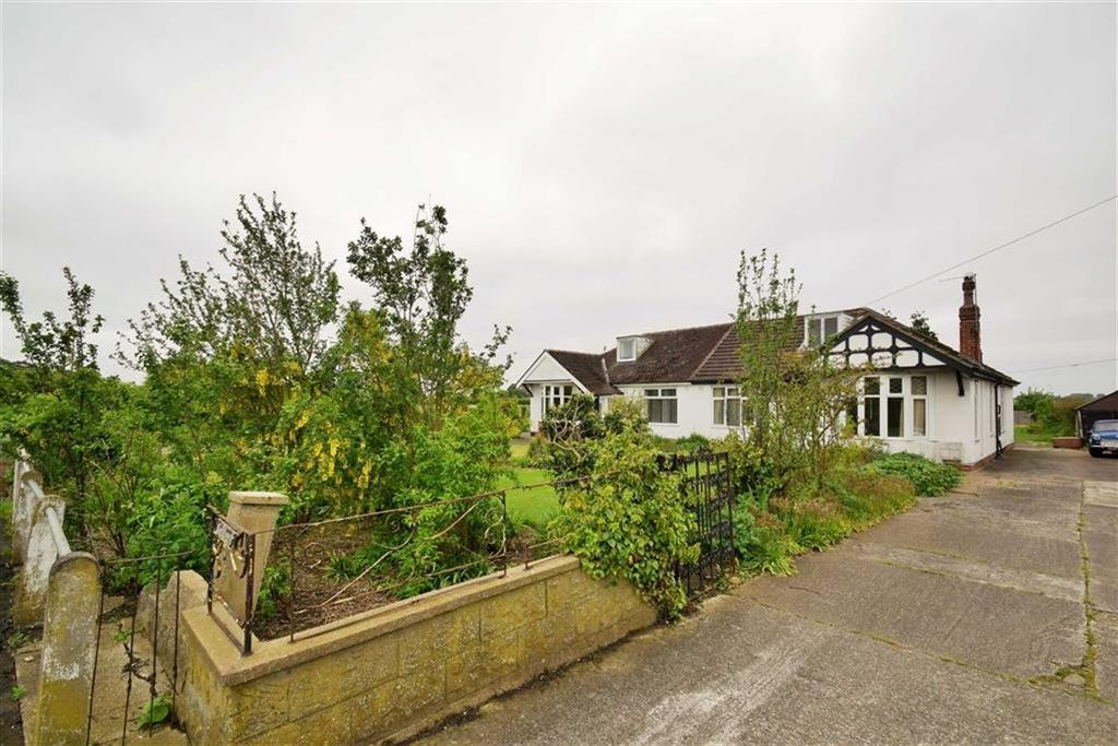 2 Bedrooms Semi Detached Bungalow for sale in Ganstead Lane East, Bilton, Hull, East Yorkshire, HU11