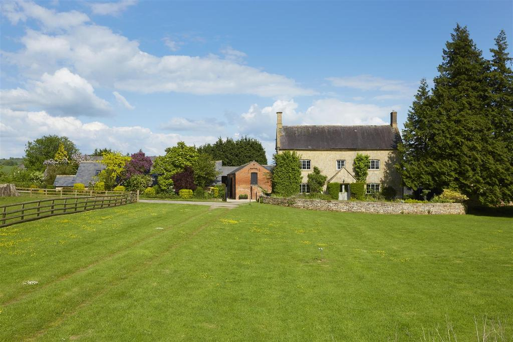 6 Bedrooms Country House Character Property for sale in Near Chipping Campden, Gloucestershire