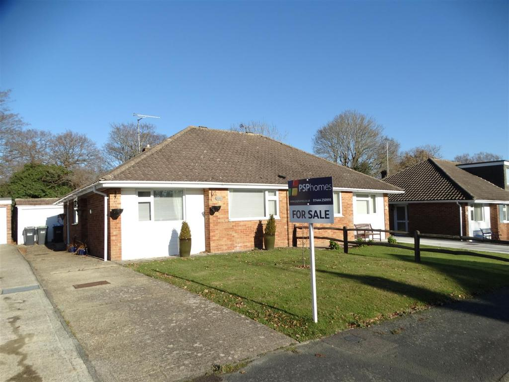2 Bedrooms Bungalow for sale in Brookway, Burgess Hill