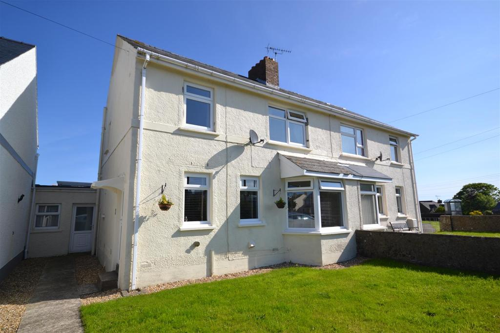 3 Bedrooms Semi Detached House for sale in Heol Preseli, Fishguard
