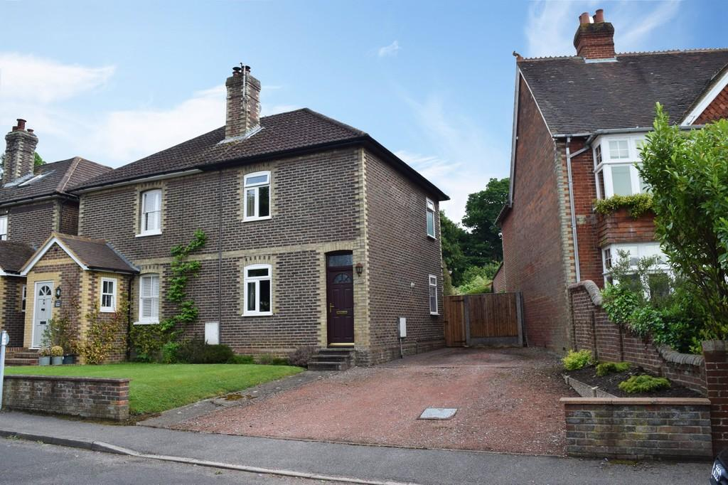 2 Bedrooms Semi Detached House for sale in Barnett Lane, Wonersh, Guildford GU5 0RY