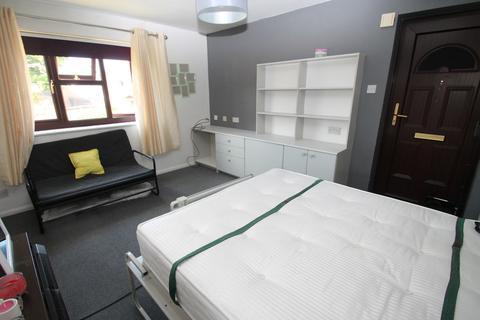Studio to rent - Burgess Field, Chelmsford